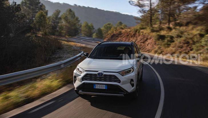 Prova Toyota RAV4 Hybrid 2019: il SUV ecologico per andare ovunque - Foto 17 di 64