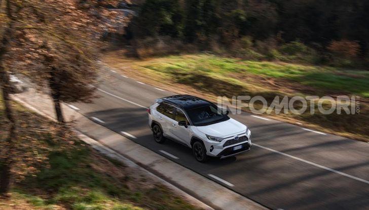 Prova Toyota RAV4 Hybrid 2019: il SUV ecologico per andare ovunque - Foto 18 di 64