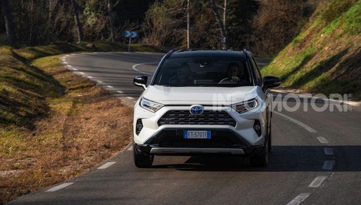 Prova Toyota RAV4 Hybrid 2019: il SUV ecologico per andare ovunque - Foto 19 di 64