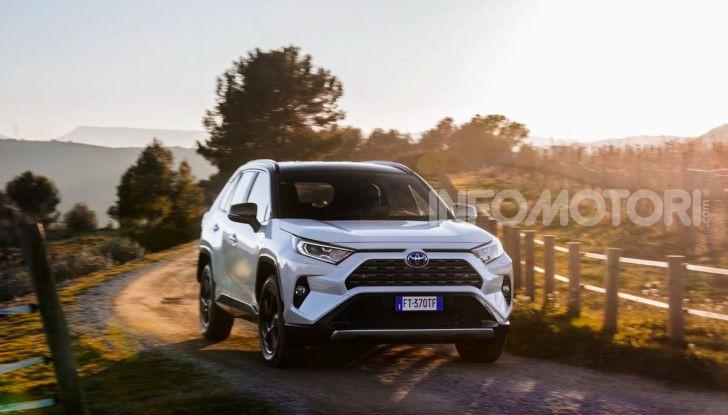 Prova Toyota RAV4 Hybrid 2019: il SUV ecologico per andare ovunque - Foto 20 di 64