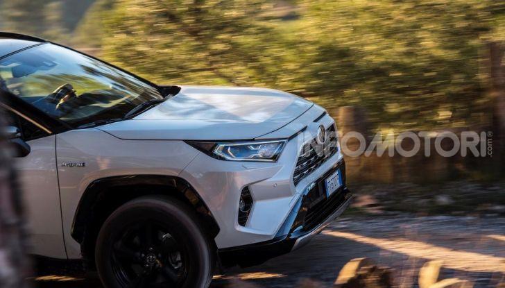 Prova Toyota RAV4 Hybrid 2019: il SUV ecologico per andare ovunque - Foto 21 di 64