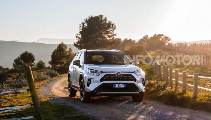 Prova Toyota RAV4 Hybrid 2019: il SUV ecologico per andare ovunque - Foto 22 di 64