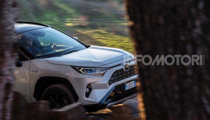 Prova Toyota RAV4 Hybrid 2019: il SUV ecologico per andare ovunque - Foto 24 di 64
