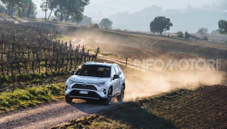 Prova Toyota RAV4 Hybrid 2019: il SUV ecologico per andare ovunque - Foto 25 di 64