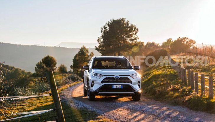 Prova Toyota RAV4 Hybrid 2019: il SUV ecologico per andare ovunque - Foto 26 di 64