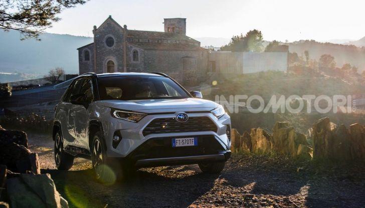 Prova Toyota RAV4 Hybrid 2019: il SUV ecologico per andare ovunque - Foto 27 di 64