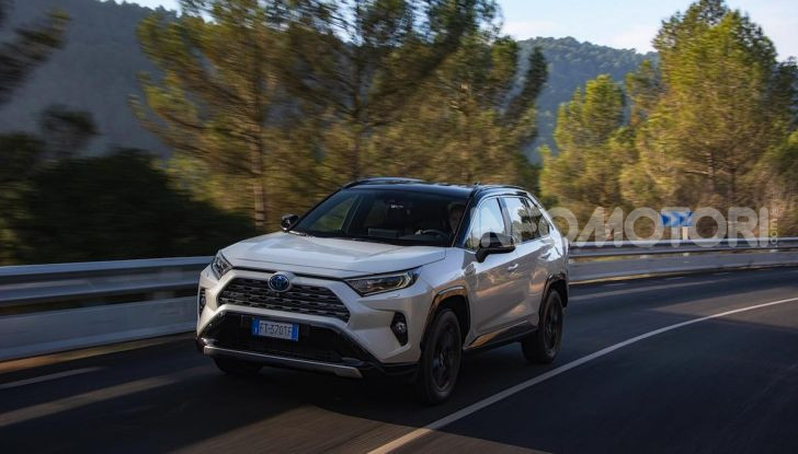 Prova Toyota RAV4 Hybrid 2019: il SUV ecologico per andare ovunque - Foto 30 di 64