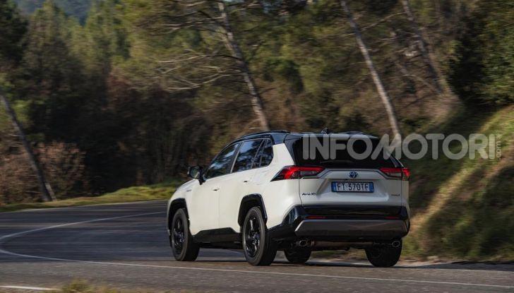Prova Toyota RAV4 Hybrid 2019: il SUV ecologico per andare ovunque - Foto 31 di 64