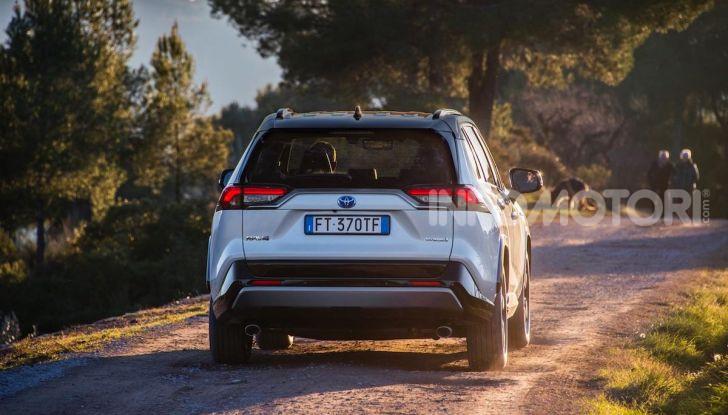 Prova Toyota RAV4 Hybrid 2019: il SUV ecologico per andare ovunque - Foto 8 di 64