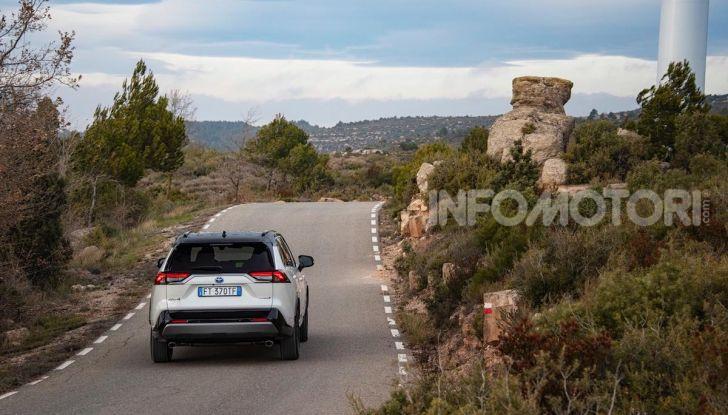 Prova Toyota RAV4 Hybrid 2019: il SUV ecologico per andare ovunque - Foto 33 di 64