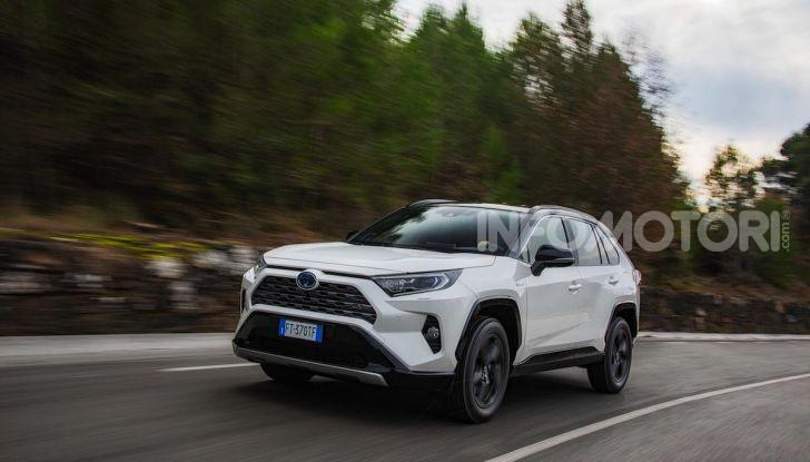 Prova Toyota RAV4 Hybrid 2019: il SUV ecologico per andare ovunque - Foto 34 di 64