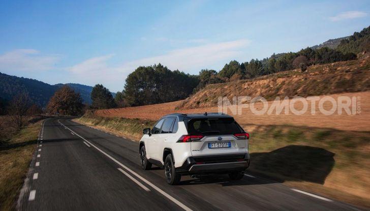 Prova Toyota RAV4 Hybrid 2019: il SUV ecologico per andare ovunque - Foto 35 di 64