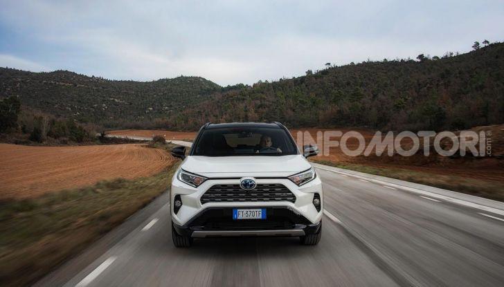 Prova Toyota RAV4 Hybrid 2019: il SUV ecologico per andare ovunque - Foto 36 di 64
