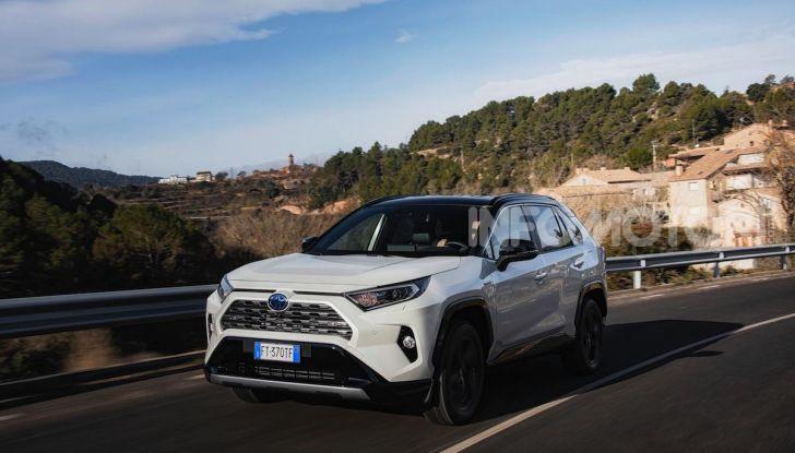 Prova Toyota RAV4 Hybrid 2019: il SUV ecologico per andare ovunque - Foto 37 di 64