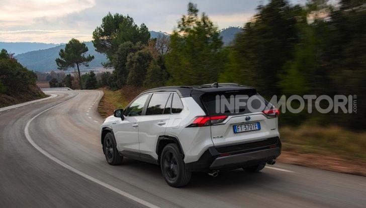 Prova Toyota RAV4 Hybrid 2019: il SUV ecologico per andare ovunque - Foto 39 di 64