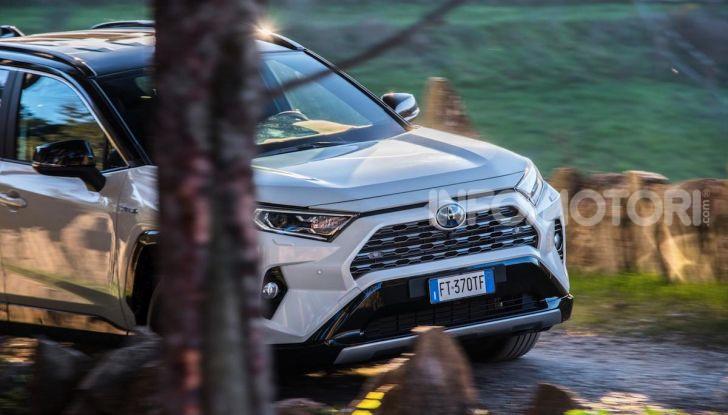 Prova Toyota RAV4 Hybrid 2019: il SUV ecologico per andare ovunque - Foto 3 di 64
