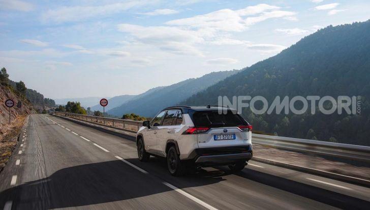 Prova Toyota RAV4 Hybrid 2019: il SUV ecologico per andare ovunque - Foto 40 di 64