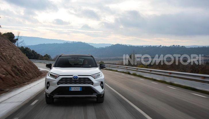 Prova Toyota RAV4 2019 Full Hybrid: sfida al limite tra i passi di montagna - Foto 25 di 26