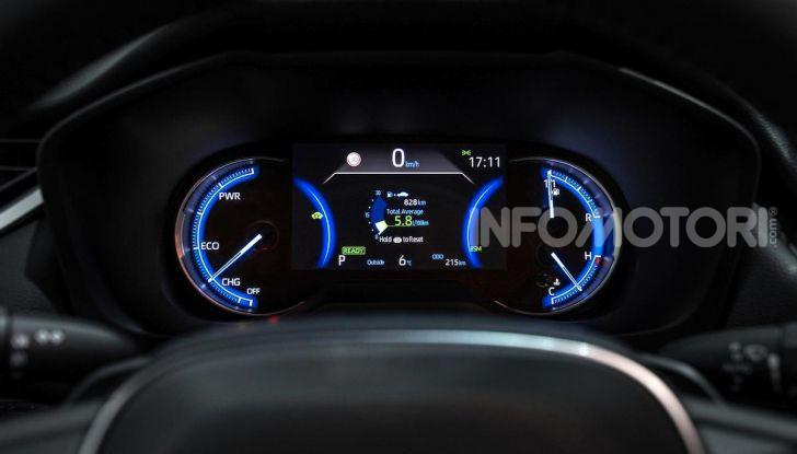 Prova Toyota RAV4 2019 Full Hybrid: sfida al limite tra i passi di montagna - Foto 24 di 26
