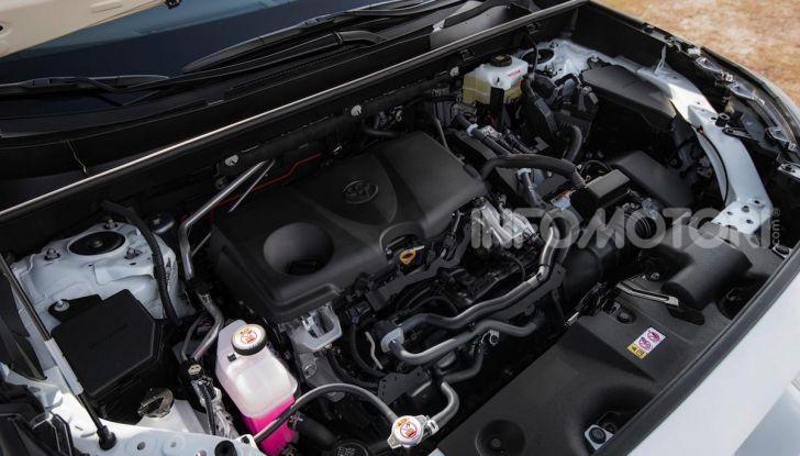 Prova Toyota RAV4 Hybrid 2019: il SUV ecologico per andare ovunque - Foto 49 di 64