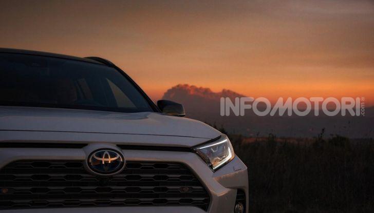Prova Toyota RAV4 2019 Full Hybrid: sfida al limite tra i passi di montagna - Foto 22 di 26