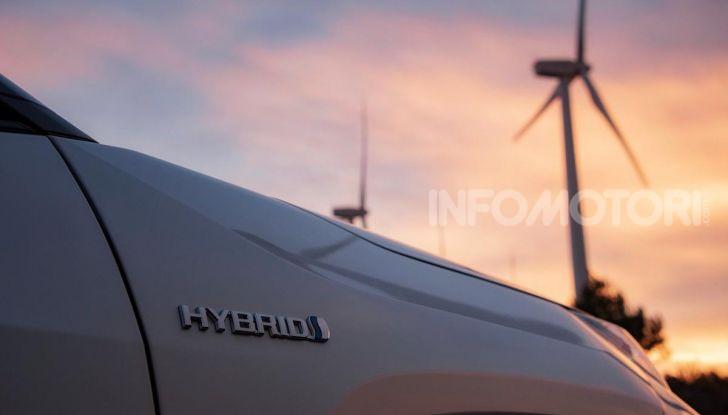 Prova Toyota RAV4 2019 Full Hybrid: sfida al limite tra i passi di montagna - Foto 21 di 26