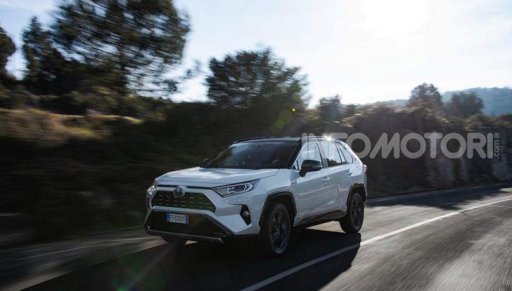Prova Toyota RAV4 2019 Full Hybrid: sfida al limite tra i passi di montagna - Foto 20 di 26