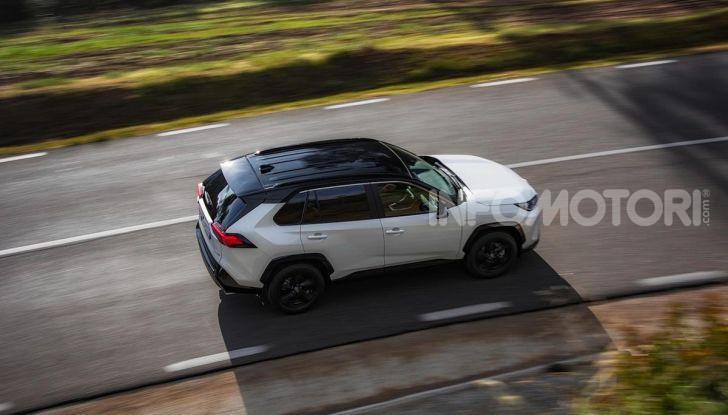 Prova Toyota RAV4 2019 Full Hybrid: sfida al limite tra i passi di montagna - Foto 19 di 26