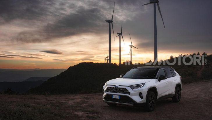 Prova Toyota RAV4 Hybrid 2019: il SUV ecologico per andare ovunque - Foto 4 di 64