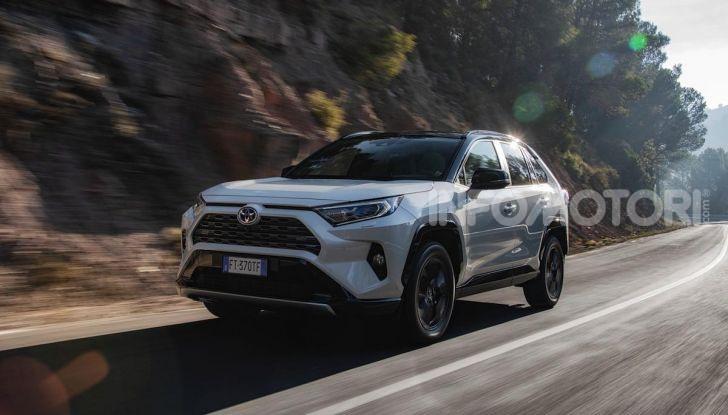 Prova Toyota RAV4 2019 Full Hybrid: sfida al limite tra i passi di montagna - Foto 18 di 26