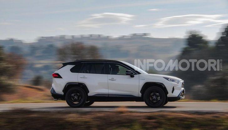 Prova Toyota RAV4 2019 Full Hybrid: sfida al limite tra i passi di montagna - Foto 16 di 26