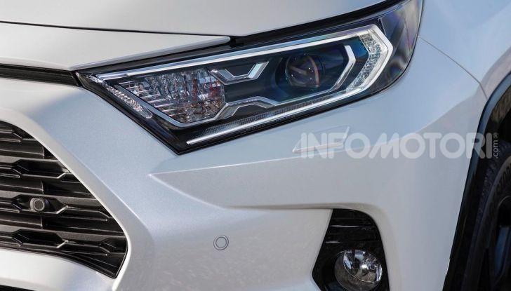 Prova Toyota RAV4 2019 Full Hybrid: sfida al limite tra i passi di montagna - Foto 14 di 26