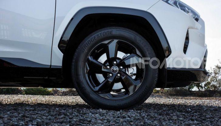 Prova Toyota RAV4 2019 Full Hybrid: sfida al limite tra i passi di montagna - Foto 12 di 26