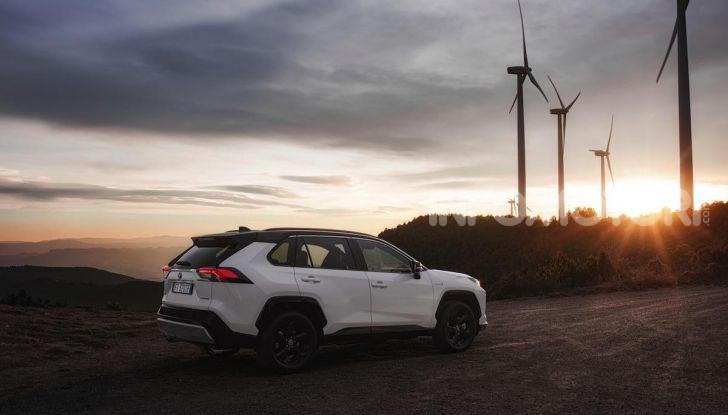 Prova Toyota RAV4 Hybrid 2019: il SUV ecologico per andare ovunque - Foto 9 di 64