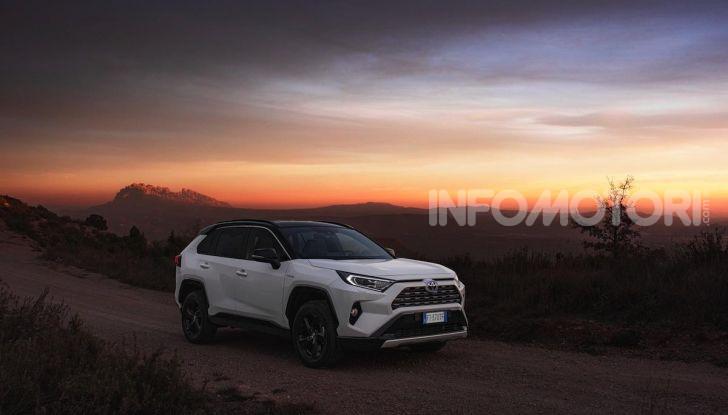 Prova Toyota RAV4 Hybrid 2019: il SUV ecologico per andare ovunque - Foto 10 di 64