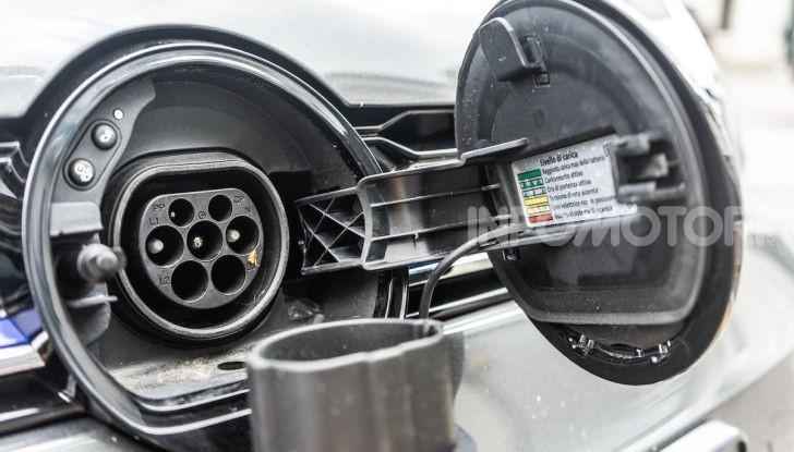 Volkswagen Golf GTE: prova su strada dell'ibrido plug-in da 204CV - Foto 24 di 33