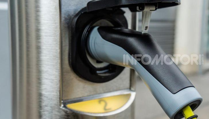 Volkswagen Golf GTE: prova su strada dell'ibrido plug-in da 204CV - Foto 29 di 33