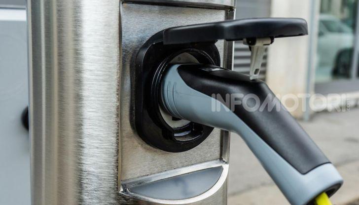 Volkswagen Golf GTE: prova su strada dell'ibrido plug-in da 204CV - Foto 30 di 33