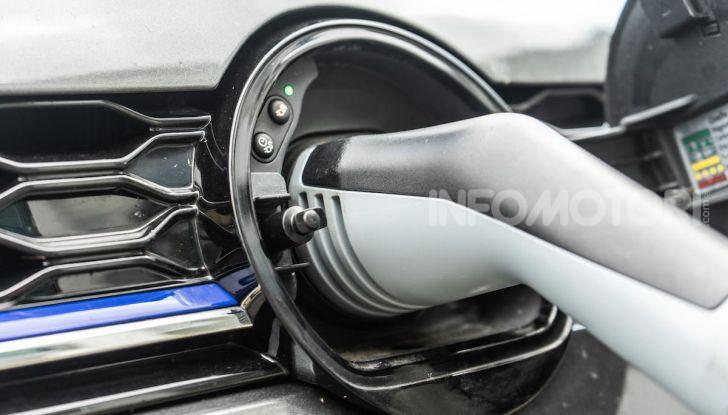 Volkswagen Golf GTE: prova su strada dell'ibrido plug-in da 204CV - Foto 32 di 33
