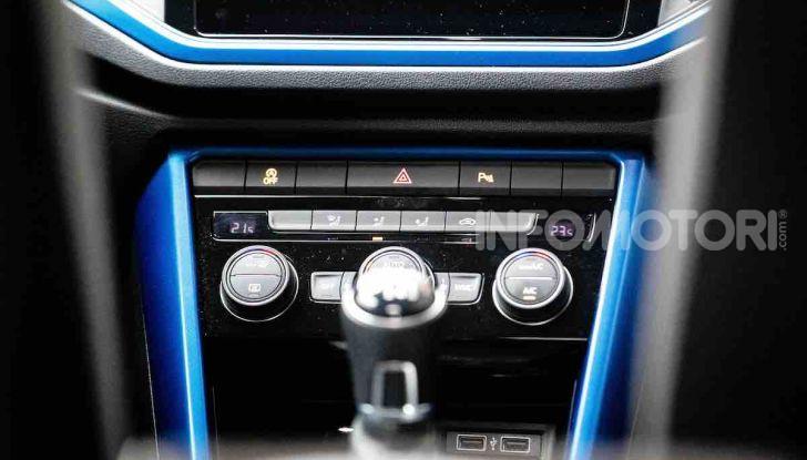 Volkswagen T-Roc 1.6 da 115CV: prova in notturna a Milano - Foto 12 di 45