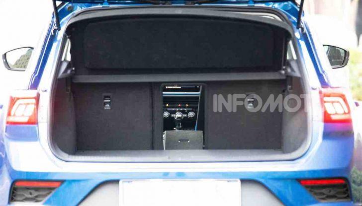 Volkswagen T-Roc 1.6 da 115CV: prova in notturna a Milano - Foto 13 di 45