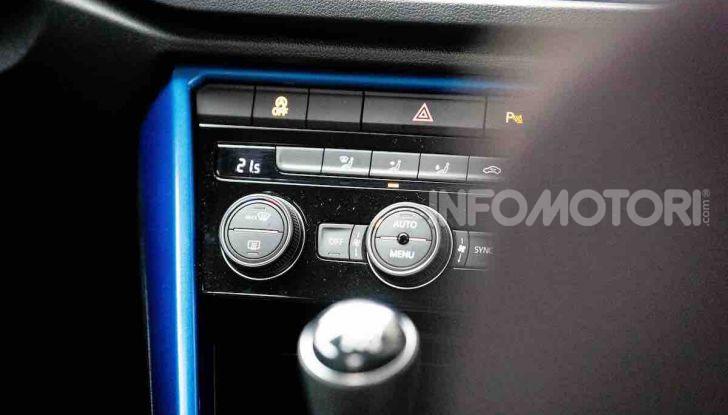Volkswagen T-Roc 1.6 da 115CV: prova in notturna a Milano - Foto 17 di 45