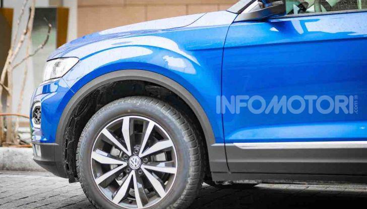 Volkswagen T-Roc 1.6 da 115CV: prova in notturna a Milano - Foto 23 di 45