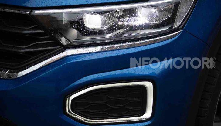 Volkswagen T-Roc 1.6 da 115CV: prova in notturna a Milano - Foto 24 di 45