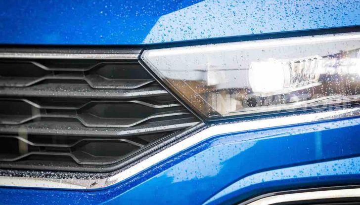 Volkswagen T-Roc 1.6 da 115CV: prova in notturna a Milano - Foto 26 di 45