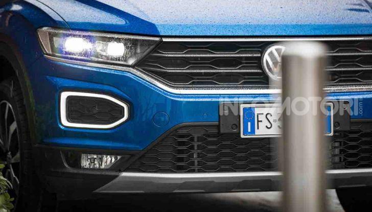 Volkswagen T-Roc 1.6 da 115CV: prova in notturna a Milano - Foto 27 di 45