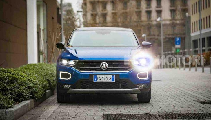 Volkswagen T-Roc 1.6 da 115CV: prova in notturna a Milano - Foto 3 di 45