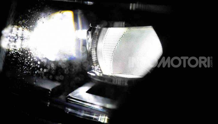 Volkswagen T-Roc 1.6 da 115CV: prova in notturna a Milano - Foto 33 di 45