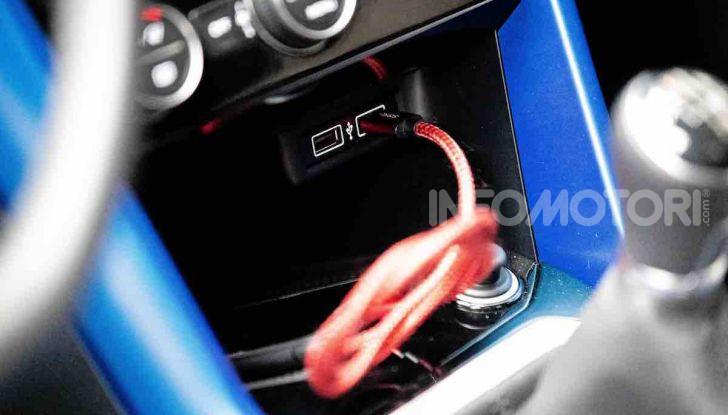 Volkswagen T-Roc 1.6 da 115CV: prova in notturna a Milano - Foto 35 di 45