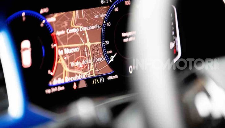 Volkswagen T-Roc 1.6 da 115CV: prova in notturna a Milano - Foto 38 di 45